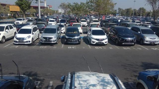 Tempat parkir kendaraan di Bandara Juanda