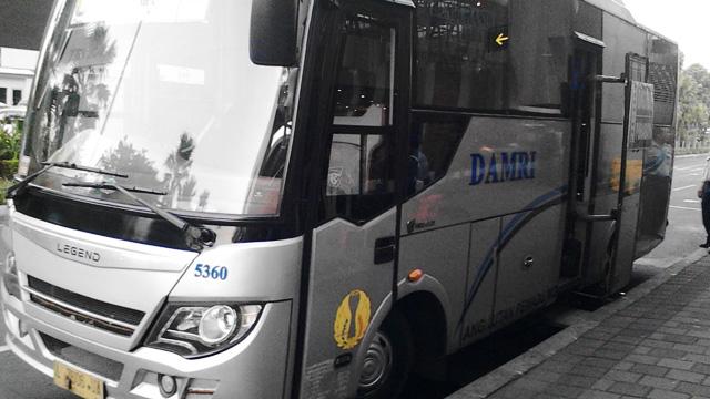 Bus Damri Bandara Juanda - saphiretravel.blogspot.com