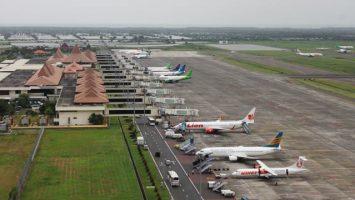 Pesawat di Bandara Juanda - www.wartanasional.com