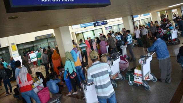 Penumpang Bandara Juanda - republika.co.id