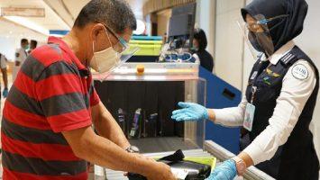 Pemeriksaan penumpang di Bandara Internasional Juanda
